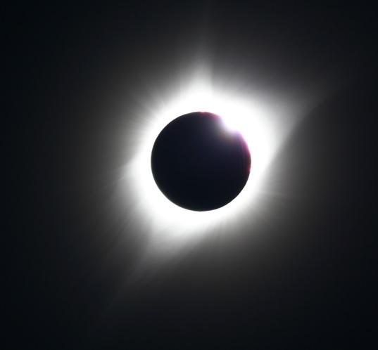 米国日食第三接触直前